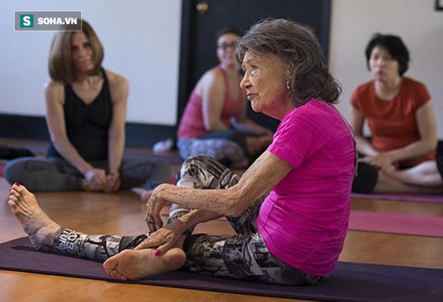 Chuyên gia Yoga 101 tuổi: 7 bí mật để lão hóa đi một cách duyên dáng, khỏe mạnh, lạc quan - Ảnh 9.