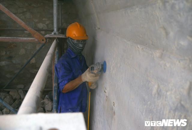 Ảnh: Vòm cầu đá trăm tuổi được đục thông trên phố cổ Hà Nội - Ảnh 5.
