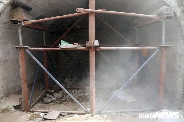 Ảnh: Vòm cầu đá trăm tuổi được đục thông trên phố cổ Hà Nội - Ảnh 6.