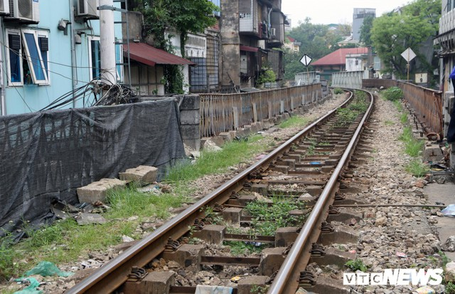 Photo: Arch of a hundred-year-old stone bridge that will be cut into the old town of Hanoi - Picture 7.