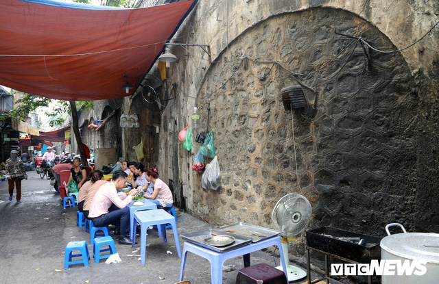 Photo: Dome of a hundred-year-old stone bridge cut in the old town of Hanoi - Photo 8.