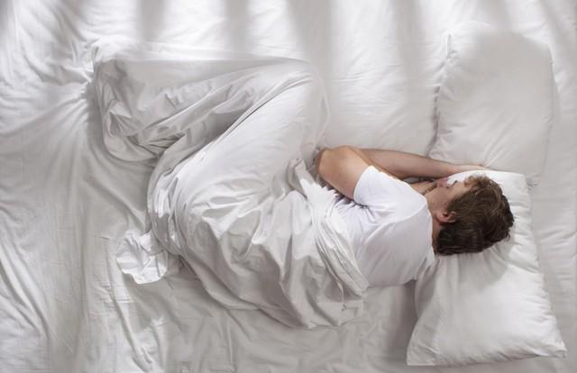 7 thói quen tai hại sau khi ngủ dậy mà chỉ 1 phút sai cũng biến cả ngày của bạn thành ác mộng: Đa số chúng ta đều đang mắc phải mà không biết!  - Ảnh 2.