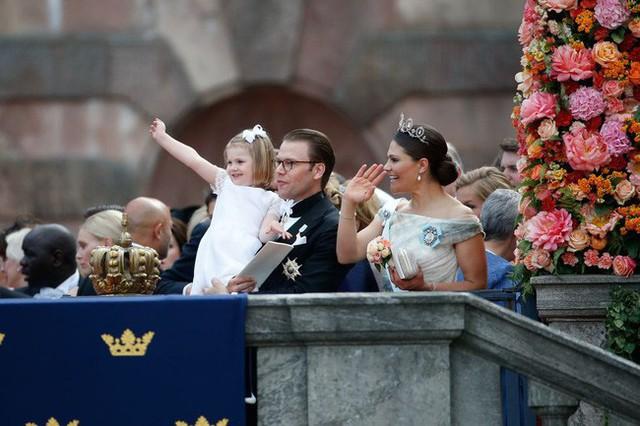 Hé lộ danh tính tiểu công chúa được yêu thích nhất hiện nay với vẻ tinh nghịch, bá đạo hơn cả con gái Công nương Kate, nắm trong tay vận mệnh của hoàng gia  - Ảnh 5.