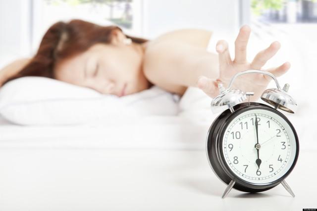 7 thói quen tai hại sau khi ngủ dậy mà chỉ 1 phút sai cũng biến cả ngày của bạn thành ác mộng: Đa số chúng ta đều đang mắc phải mà không biết!  - Ảnh 1.