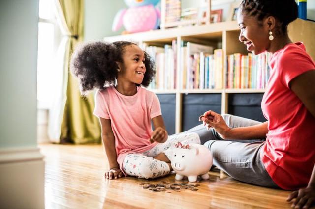 Dù con 3 tuổi hay 13 tuổi, hãy dạy con giá trị của đồng tiền: Đừng chờ trẻ lớn rồi khắc khôn, cha mẹ thông minh sẽ làm ngay từ bây giờ! - Ảnh 1.
