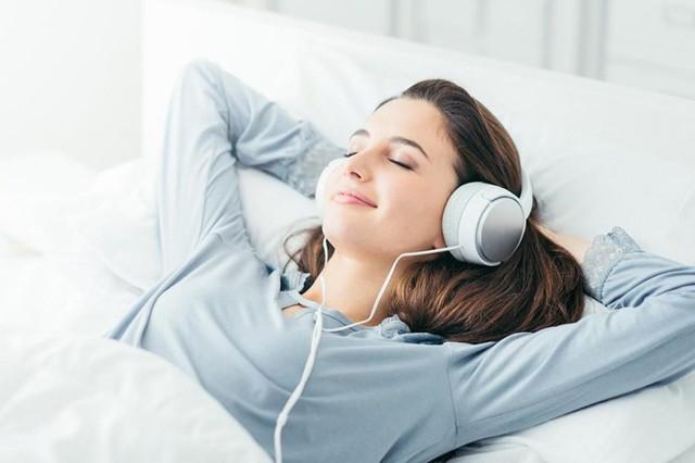 6 thói quen khi ngủ cứ tưởng vô hại nhưng gây ảnh hưởng không nhỏ tới sức khỏe - Ảnh 1.