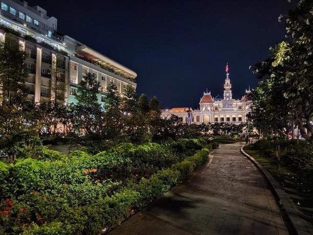 Ngại đi xa ngày lễ, hãy tận hưởng buổi tối Sài Gòn tại những điểm đến siêu hot này! - Ảnh 1.