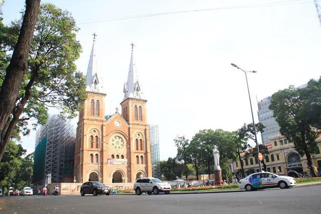 Khung cảnh yên ả ở Sài Gòn ngày đầu kỳ nghỉ lễ 30/4 và 1/5 - Ảnh 1.