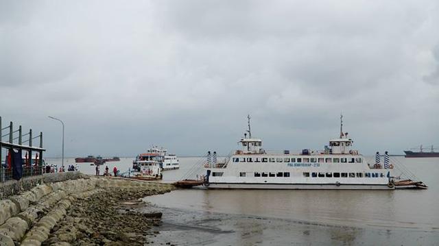 Quay đầu vé bán cho khách, hàng loạt cán bộ bến phà tuyến đảo Cát Bà bị bắt giữ - Ảnh 2.