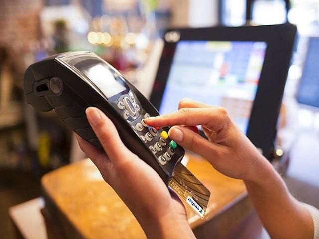 Biểu phí dịch vụ ngân hàng sẽ giảm mạnh? - Ảnh 1.