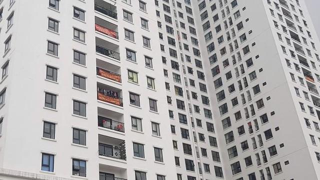 Chung cư mới bàn giao đã đỏ rực băng rôn tố căn hộ hụt diện tích - Ảnh 1.