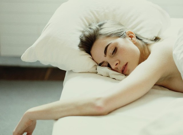 6 thói quen khi ngủ cứ tưởng vô hại nhưng gây ảnh hưởng không nhỏ tới sức khỏe - Ảnh 3.