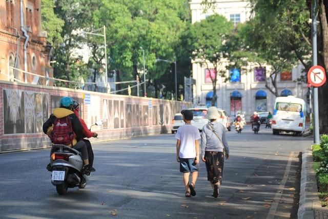 Khung cảnh yên ả ở Sài Gòn ngày đầu kỳ nghỉ lễ 30/4 và 1/5 - Ảnh 3.