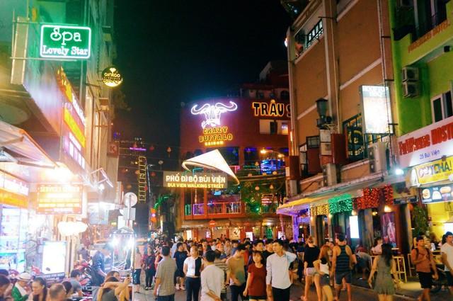Ngại đi xa ngày lễ, hãy tận hưởng buổi tối Sài Gòn tại những điểm đến siêu hot này! - Ảnh 4.