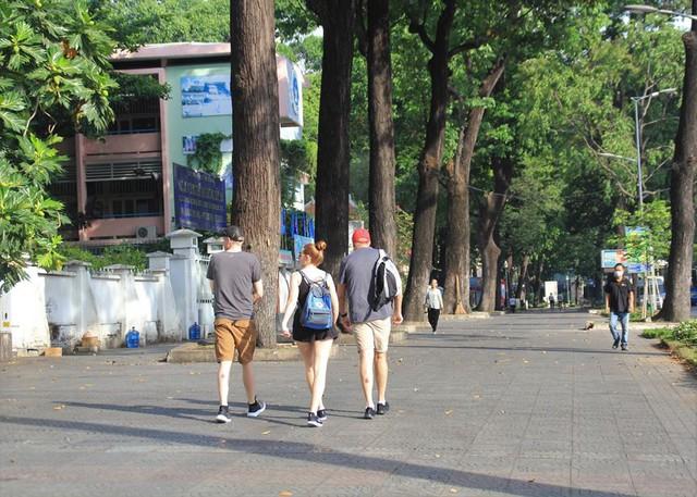 Khung cảnh yên ả ở Sài Gòn ngày đầu kỳ nghỉ lễ 30/4 và 1/5 - Ảnh 4.