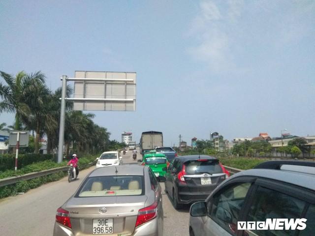 Tai nạn liên hoàn gây ùn tắc, xe ô tô chôn chân xếp hàng dài cả cây số trên Cao tốc Pháp Vân - Cầu Giẽ - Ảnh 5.