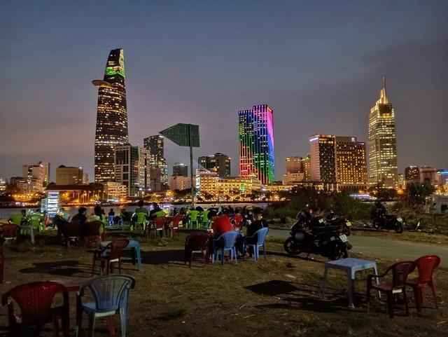 Ngại đi xa ngày lễ, hãy tận hưởng buổi tối Sài Gòn tại những điểm đến siêu hot này! - Ảnh 6.