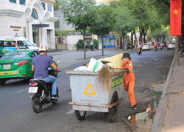 Khung cảnh yên ả ở Sài Gòn ngày đầu kỳ nghỉ lễ 30/4 và 1/5 - Ảnh 7.