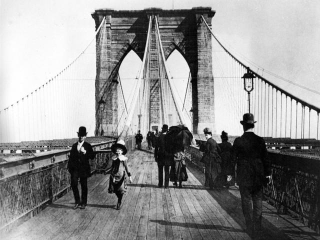 Chùm ảnh ngày ấy - bây giờ của những địa điểm hot nhất New York: Dù là ngày xưa hay bây giờ thì thành phố này vẫn luôn đẹp và hào nhoáng - Ảnh 19.