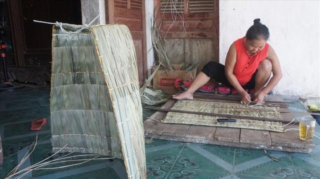 Mái tranh di động cách chống chọi với nắng nóng của người Hà Tĩnh - Ảnh 5.