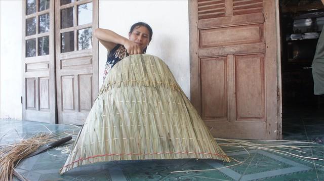 Mái tranh di động cách chống chọi với nắng nóng của người Hà Tĩnh - Ảnh 7.