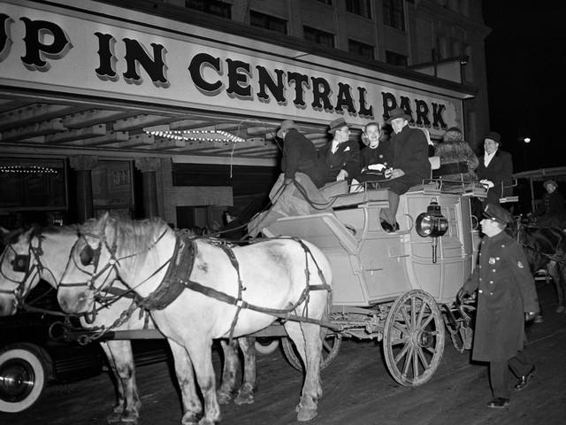 Chùm ảnh ngày ấy - bây giờ của những địa điểm hot nhất New York: Dù là ngày xưa hay bây giờ thì thành phố này vẫn luôn đẹp và hào nhoáng - Ảnh 9.