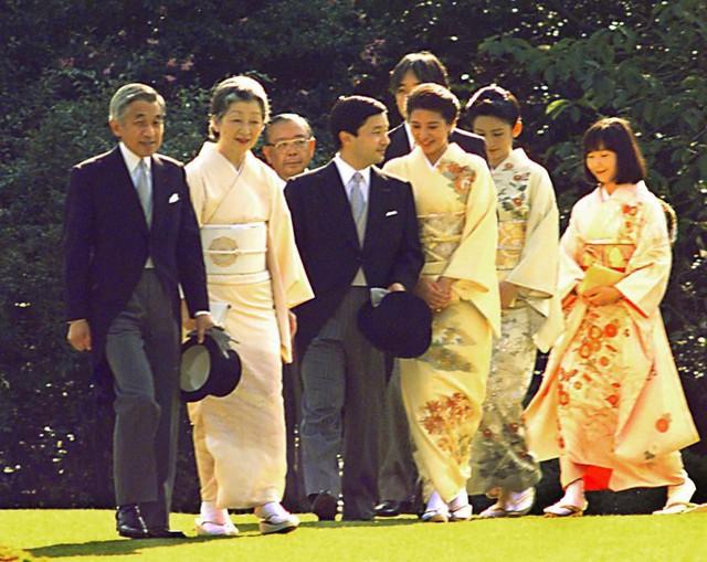 Hành trình 85 năm đi cùng nước Nhật của Nhật hoàng Akihito - Ảnh 19.