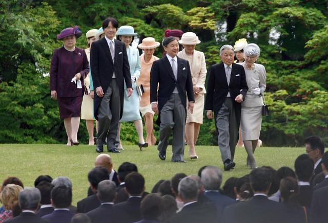 Hành trình 85 năm đi cùng nước Nhật của Nhật hoàng Akihito - Ảnh 25.