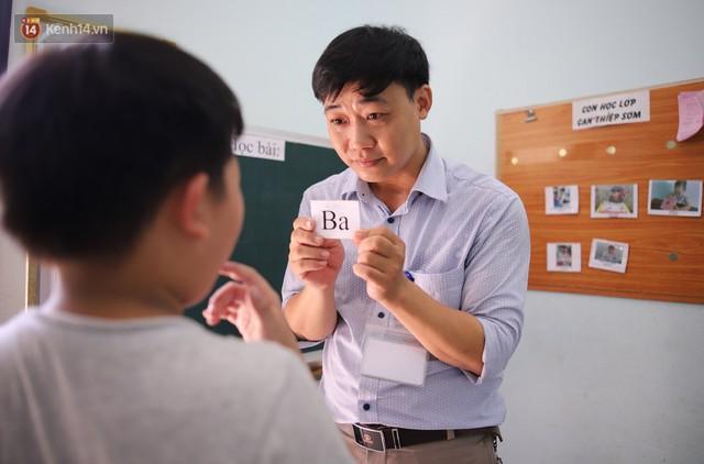 Người thầy 11 năm gieo chữ, mang lại nụ cười cho trẻ khiếm khuyết và tự kỷ ở Đà Nẵng - Ảnh 2.