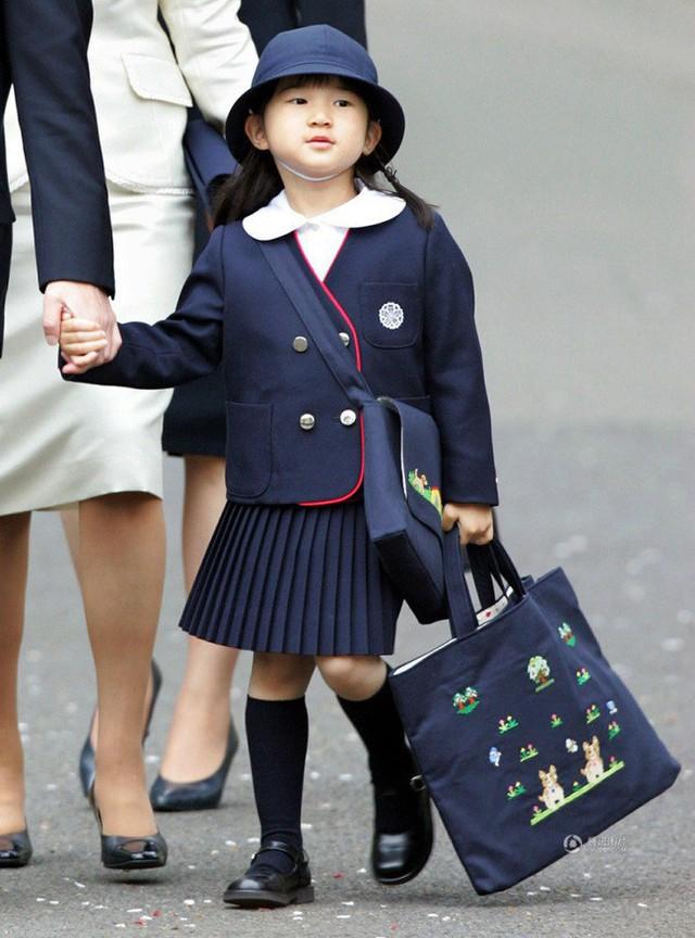Công chúa Aiko - con gái duy nhất của Thái tử Naruhito: Từ đứa bé xinh xắn từng bị bắt nạt đến thiếu nữ tài giỏi sống tự lập - Ảnh 2.