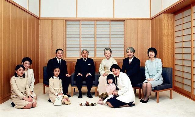 Hơn 60 năm trước, từng có chàng Thái tử Nhật Bản dám cãi lời bố mẹ, quyết cưới vợ thường dân rồi tự vẽ nên chuyện cổ tích khó tin - Ảnh 14.
