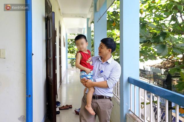 Người thầy 11 năm gieo chữ, mang lại nụ cười cho trẻ khiếm khuyết và tự kỷ ở Đà Nẵng - Ảnh 3.