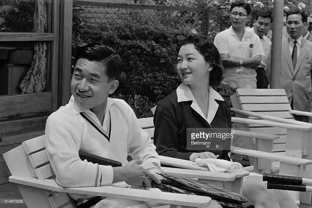 Hơn 60 năm trước, từng có chàng Thái tử Nhật Bản dám cãi lời bố mẹ, quyết cưới vợ thường dân rồi tự vẽ nên chuyện cổ tích khó tin - Ảnh 4.