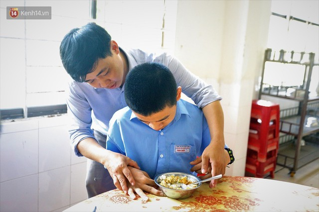 Người thầy 11 năm gieo chữ, mang lại nụ cười cho trẻ khiếm khuyết và tự kỷ ở Đà Nẵng - Ảnh 5.