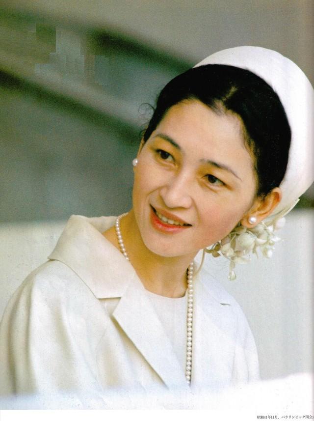 Hơn 60 năm trước, từng có chàng Thái tử Nhật Bản dám cãi lời bố mẹ, quyết cưới vợ thường dân rồi tự vẽ nên chuyện cổ tích khó tin - Ảnh 6.
