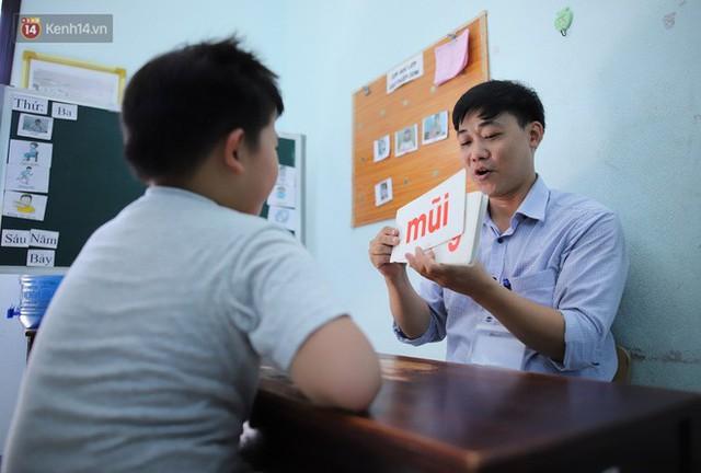 Người thầy 11 năm gieo chữ, mang lại nụ cười cho trẻ khiếm khuyết và tự kỷ ở Đà Nẵng - Ảnh 7.