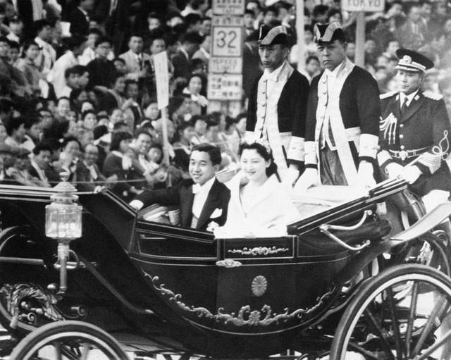 Hành trình 85 năm đi cùng nước Nhật của Nhật hoàng Akihito - Ảnh 8.
