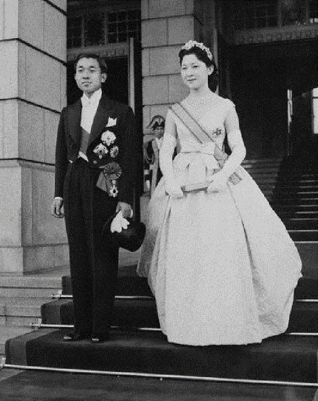Hơn 60 năm trước, từng có chàng Thái tử Nhật Bản dám cãi lời bố mẹ, quyết cưới vợ thường dân rồi tự vẽ nên chuyện cổ tích khó tin - Ảnh 9.