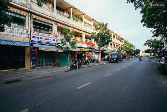 Sài Gòn bình yên lạ thường, đường phố vắng bóng phương tiện trong những ngày nghỉ lễ 30/4 - 1/5 - Ảnh 13.