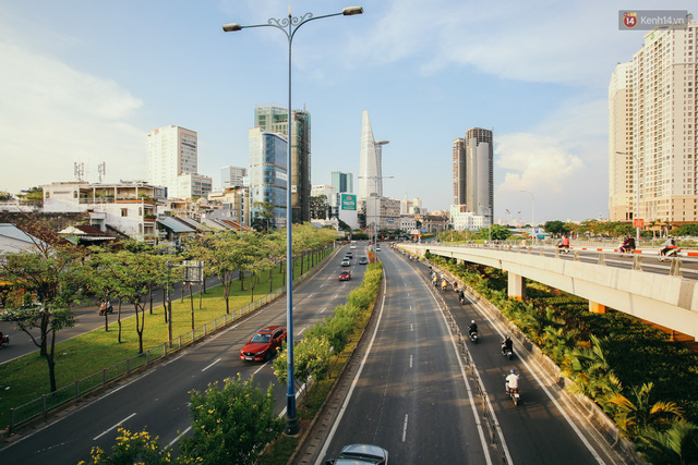 Sài Gòn bình yên lạ thường, đường phố vắng bóng phương tiện trong những ngày nghỉ lễ 30/4 - 1/5 - Ảnh 1.