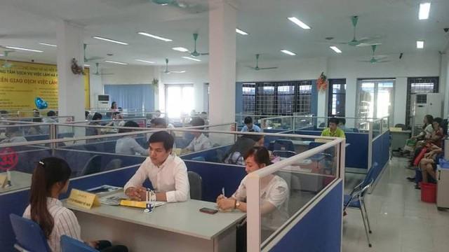 Đề xuất hai phương án quy định giờ làm việc của công chức, viên chức  - Ảnh 1.