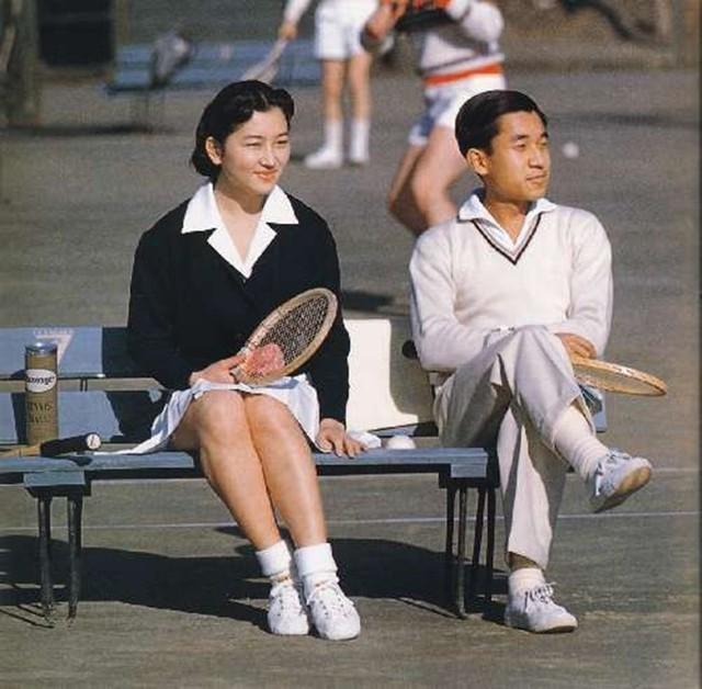 """Con đường trở thành """"mẫu nghi thiên hạ"""" của Hoàng hậu Nhật Bản Michiko và con dâu Masako: Chứa đầy máu và nước mắt cùng góc khuất đáng sợ ít ai biết - Ảnh 1."""