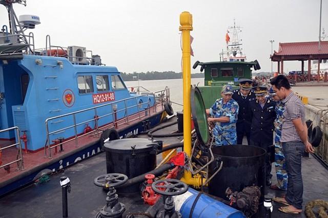 Buôn lậu xăng dầu trên biển ngày càng phức tạp và nghiêm trọng  - Ảnh 1.