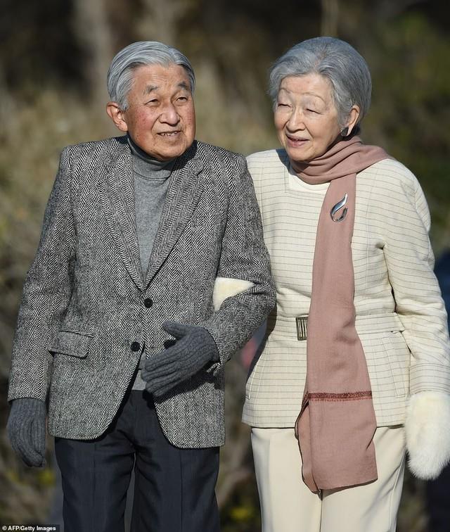 Hoàng hậu Michiko: Nữ nhân xuất thân thường dân vĩ đại nhất cung điện Nhật, tài sắc vẹn toàn khiến nhà vua say đắm suốt hơn 60 năm - Ảnh 11.