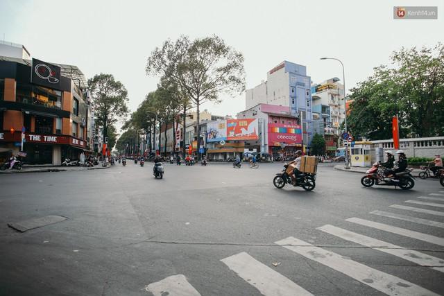 Sài Gòn bình yên lạ thường, đường phố vắng bóng phương tiện trong những ngày nghỉ lễ 30/4 - 1/5 - Ảnh 16.
