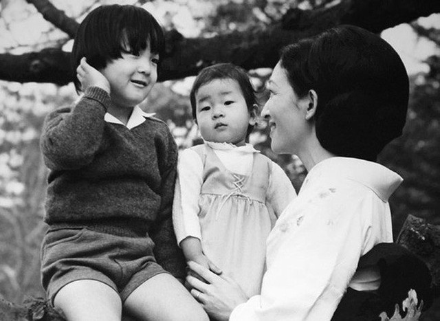 Hoàng hậu Michiko: Nữ nhân xuất thân thường dân vĩ đại nhất cung điện Nhật, tài sắc vẹn toàn khiến nhà vua say đắm suốt hơn 60 năm - Ảnh 13.