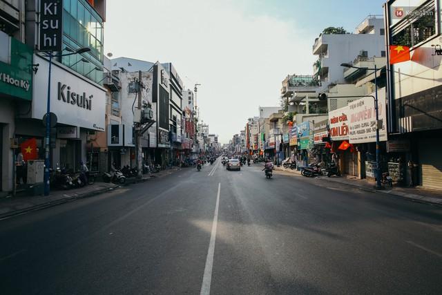 Sài Gòn bình yên lạ thường, đường phố vắng bóng phương tiện trong những ngày nghỉ lễ 30/4 - 1/5 - Ảnh 17.