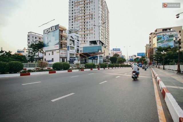 Sài Gòn bình yên lạ thường, đường phố vắng bóng phương tiện trong những ngày nghỉ lễ 30/4 - 1/5 - Ảnh 18.
