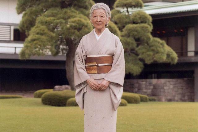Hoàng hậu Michiko: Nữ nhân xuất thân thường dân vĩ đại nhất cung điện Nhật, tài sắc vẹn toàn khiến nhà vua say đắm suốt hơn 60 năm - Ảnh 16.