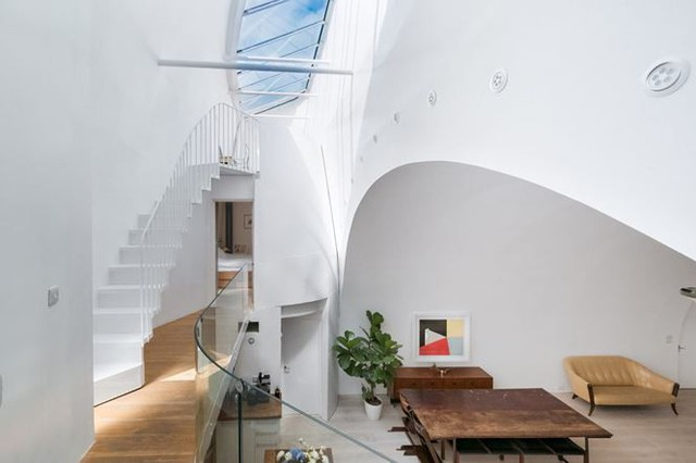 Ngôi nhà cũ kỹ dưới gầm cầu rao bán hơn 30 tỷ đồng, nội thất gây choáng - Ảnh 3.